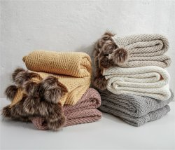 Winter 100%年のPolyesterのためのクリスマスGifts New Design Knitted Throw Blanket POM POM