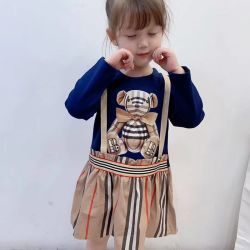 Herbst-Abnützung der spätesten Mädchen, Lang-Hülse gestricktes Kleid, Baumwollhalter-Fußleiste, Burberry-Karikatur-Druck, Kleidung der Kinder. Kind-Kleidung. Kind-Abnützung. Kind-Abnützung