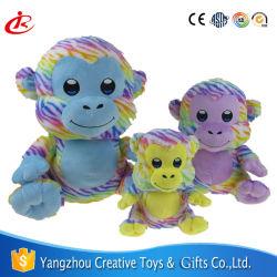 Attrayant singe coloré un jouet en peluche