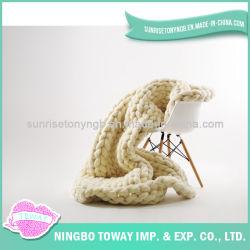 El ganchillo de acrílico de las lanas del precio bajo teje a mano la manta