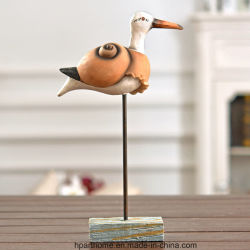 D'imagination de subtiles canard sauvage Statue de la table avec une base de bois