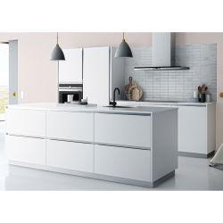 خزانة مطبخ حديثة عالية المستوى مصنوعة من الشيكر الأبيض مقاومة للماء مخصصة للولاية