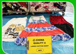 숙녀 면 치마는 여름 옷에 의하여 사용된 의류를 사용했다