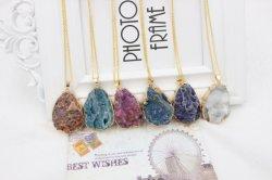 Pierre brute irrégulières de bijoux en alliage de cuivre Coloré Collier Pierre de la nature de la chaîne de bijoux Collier Pendentif en pierre de cristal naturel pour les femmes
