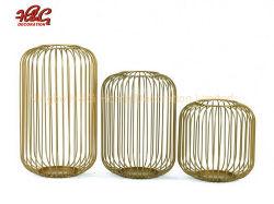 Cable de metal de oro en el interior de linterna de velas artesanales boda
