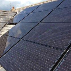 Quanta está toda preta constituídos painéis solares?