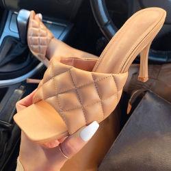 Pattini all'ingrosso del pistone dei sandali delle signore del tallone della radura di disegno di modo della punta quadrata