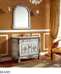 旧式な純木の浴室の虚栄心