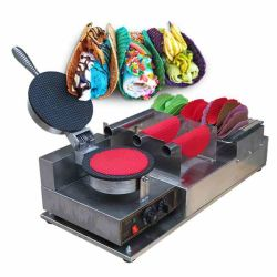 メキシコのテーブルの上の小型トッピングのタコスの電子フリーズは揚げ物によって揚げられているアイスクリーム機械を転送した