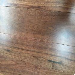 Piso em madeira de nogueira sólido natural