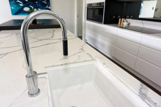 20mm Artificial Quartz Stone Countertop Polishing Solid Surface