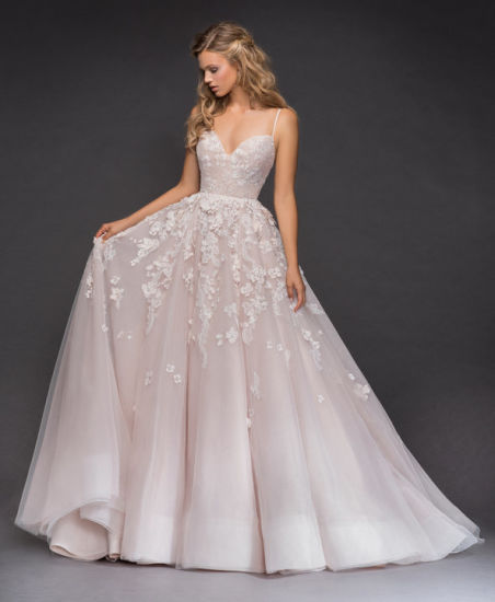 Lace and Tulle Bridal Ball Gown, Corset Bodice with Sweetheart Neckline and Spaghetti Straps Full Tulle Skirt with Dimensional Lace and Floral Caviar pictures & photos