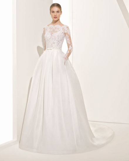 A Graceful Transparencies Lace Bodice Wedding Dress With V Back And Pleats Skirt