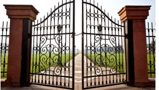 Beautiful European Style Wrought Iron Gate pictures & photos