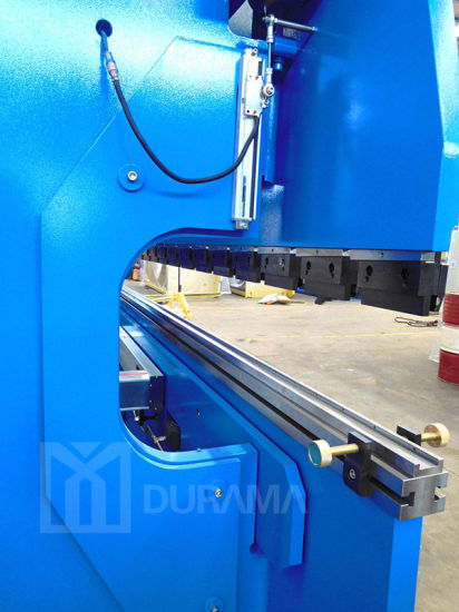 Delem or Estun System Sheet CNC Press Brake, Sheet Bending Machine, CNC Hydraulic Press Brake Tool pictures & photos