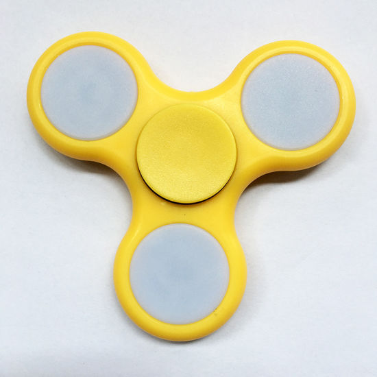 2017 Foucus Toys LED Fidget Spinner pictures & photos