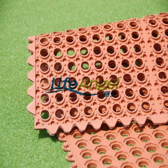 36X60 Inch Water Resistant Drainage Holes Rubber Mat pictures & photos