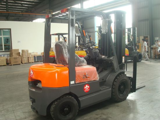 2ton Diesel Fork Lift with C240 Engine pictures & photos