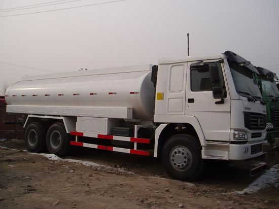 Sinotruk 6X4 HOWO Fuel Truck with 14-22 Cubic Meter Tank pictures & photos