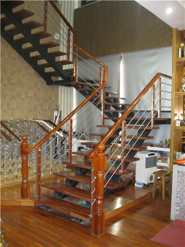 304 Wear Tube Wood Handrails Stair Railings pictures & photos