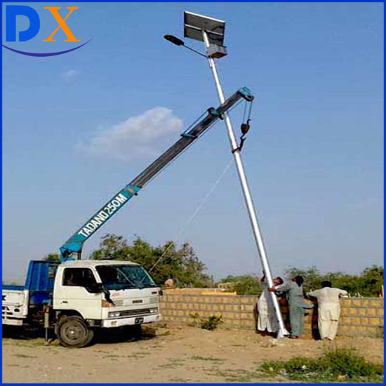 Solar Street Light LED Lamp with Lithium Battery for Garden pictures & photos
