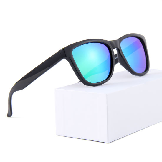 2019 Europe Cheap Wholesale Stock Plastic Sun Glasses Custom Sunglasses pictures & photos