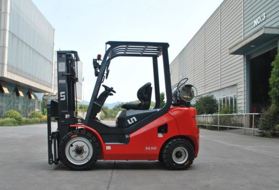 Un New Model 2500kg Dual Fuel Gasoline/LPG Forklift with Taiwan Brand Tires pictures & photos