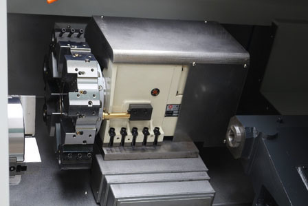 CNC6132 High Speed High Precision Linear Guide Way CNC Slant Bed Lathe with Mt4 Tailstock pictures & photos