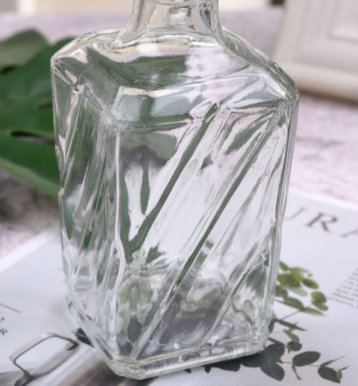Square Glass Bottle for Wine, Beveage and Spirit Packaging