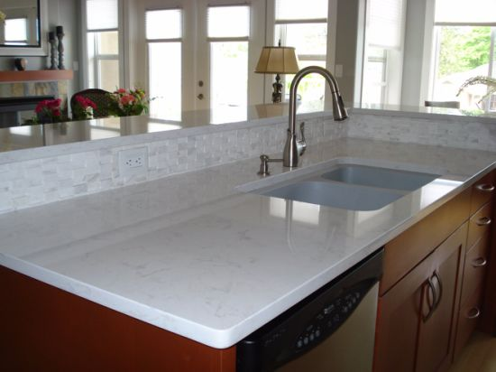 China Solid Surface Polished Sparkling White Quartz Countertop For