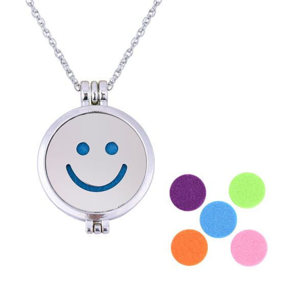 Hot-Selling Stainless Steel Jewelry Smile Pendant Necklaces Aromatherapy Essential Oil Diffuser Pendant Necklace for Gift pictures & photos