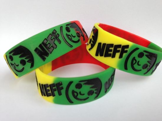 Hot Sale Silicone Wristband/ Silicone Promotional Gift with Custom Logos pictures & photos
