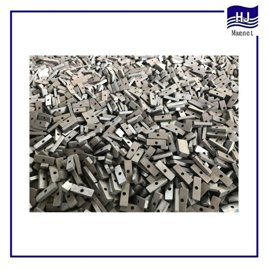 Permanent Strong Thin Square Block Sintered Ferrite Magnet with Customized Hole