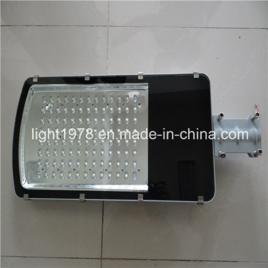 Battery Backup IP66 Solar LED Street Light with 8m Pole pictures & photos