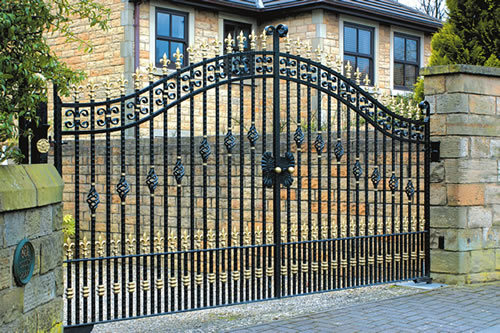 Superior Quality Decorative Wrought Iron Security Entrance Gates pictures & photos