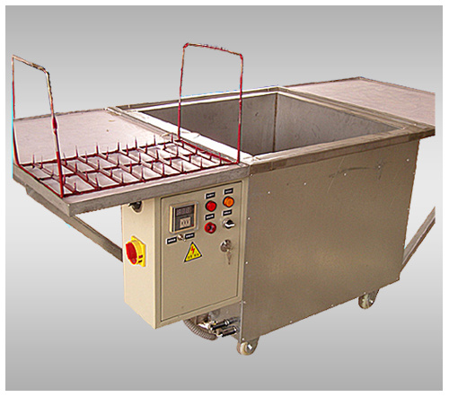 Wax Bright Candle Making Machine with CE Certificate pictures & photos