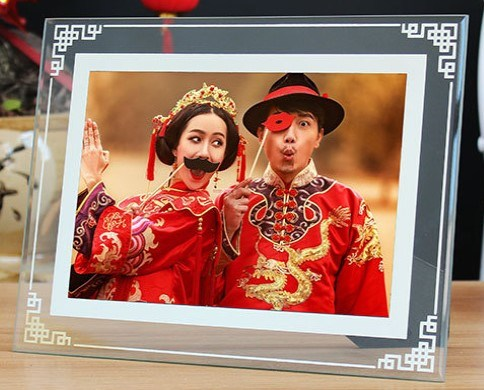Promotion Album Promotional Craft Advertising Display Plaque Wedding Crystal Glass Picture Photo Frame Valentine′s Holiday Day Lovers Gift pictures & photos
