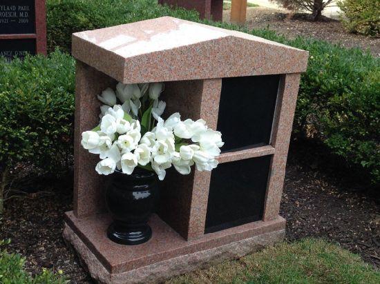 2 Niche Red Granites Cremation Columbarium for Family with Vase