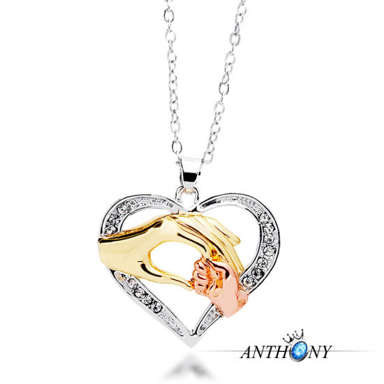 Promotion Gift Mother′s Day Gift Custom Mother Hand Heart Necklace Pendant Mother Day Gift for Mother pictures & photos