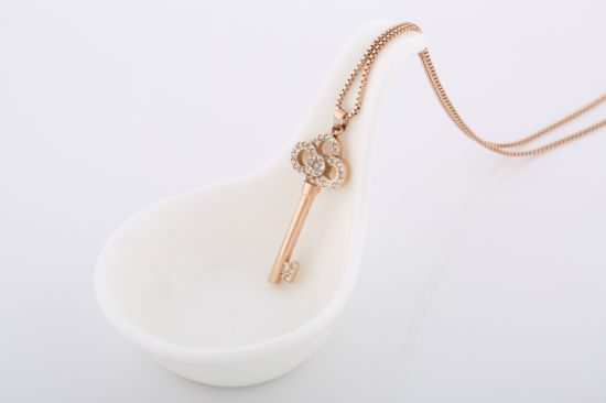Fashion Lady Costume Jewelry Stainless Steel Diamond Key Pendant Necklace pictures & photos