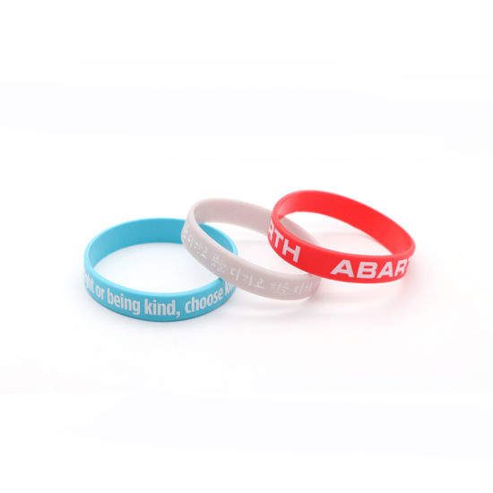 Customized Logo or Texts Printed Silicone Wristbands Engraved/Stamped Bracelet on The Wristband pictures & photos