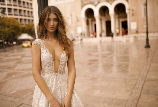 Sexy V-Neck Lace Strapless Satin Mermaid Bridal Gown Wedding Dress