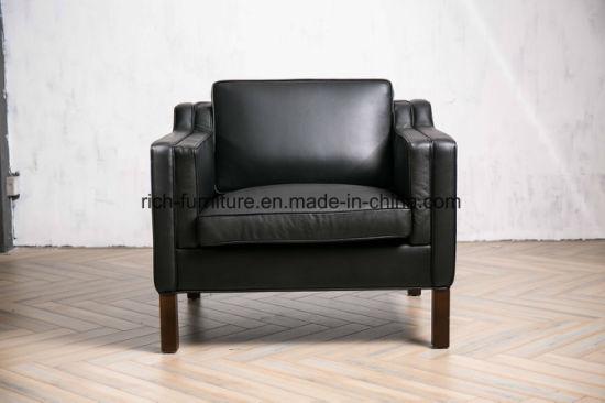 High Density Foam Solid Wood Feet Black Color Single Leather Sofa
