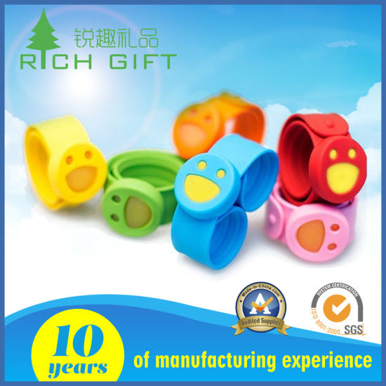 Popular Band Chip Silicone Bracelets with Cute Custom Logo Manufacture pictures & photos