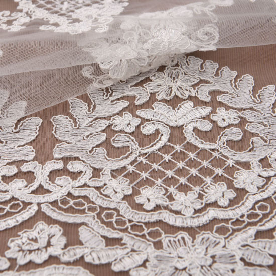 Ivory Scalloped Edge Alencon Corded Bridal Dress Lace Fabric pictures & photos
