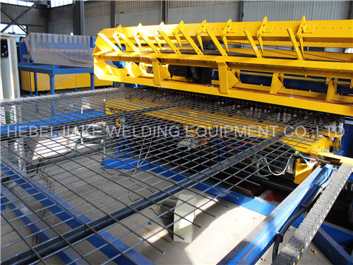 Automatic Wire Mesh Welding Machine for Fence Panel pictures & photos