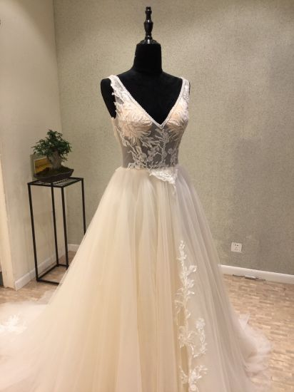 V Neck Lace Beading Evening Prom Wedding Gown pictures & photos