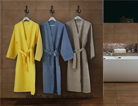 Luxury Yarn Dyed Cheap Hotel Waffle Weave Men′s Women′s Bathrobe pictures & photos
