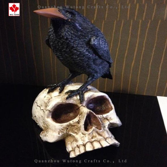 Factory Hotsale Crow Standing on Skull Figurine for Halloween Gifts pictures & photos