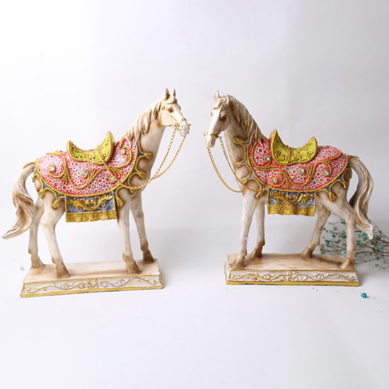 High Quality Beautiful Standing Resin Craft Ornaments Figurine Polyresin Hores for Home Decor